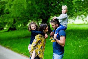 Gillian_Robb_Photography_family_portrait_path-002