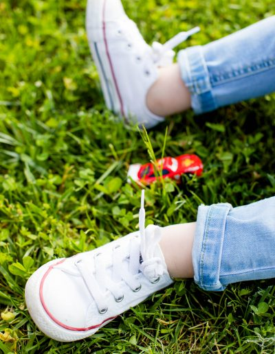 Gillian_Robb_Photography_family_kids_little_boy_shoes